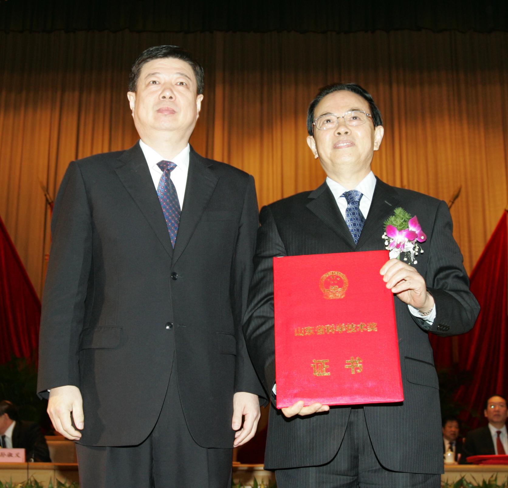 谢立信教授荣获2007年度山东省科学技术最高奖