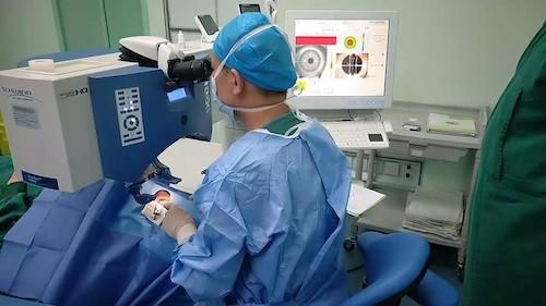 【凤凰网】视力好≠视觉质量好 青岛眼科医院个性化屈光手术让近视矫正更精准
