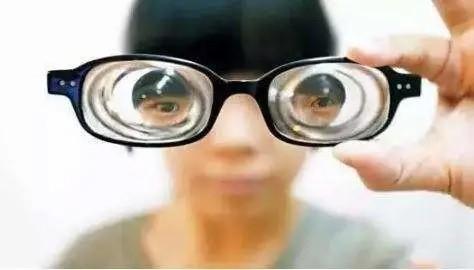 【案例分享】1400度近视,ICL手术10分钟让她摆脱眼镜!
