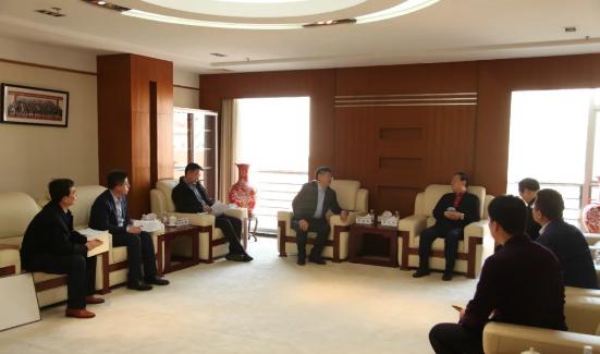 青岛高新区管委主任、工委副书记李鸿雁拜访工程院院士谢立信