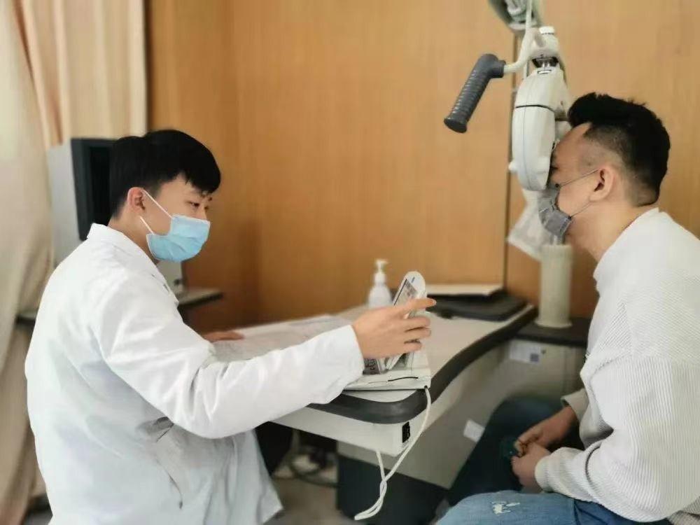 一名验光师的摘镜日记,不要再说眼科医护不做近视手术啦!